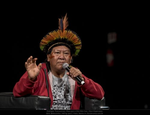 """Davi Yanomami aplaude dança da Maré e denuncia: """"Câncer, HIV e malária estão invadindo nosso povo"""""""