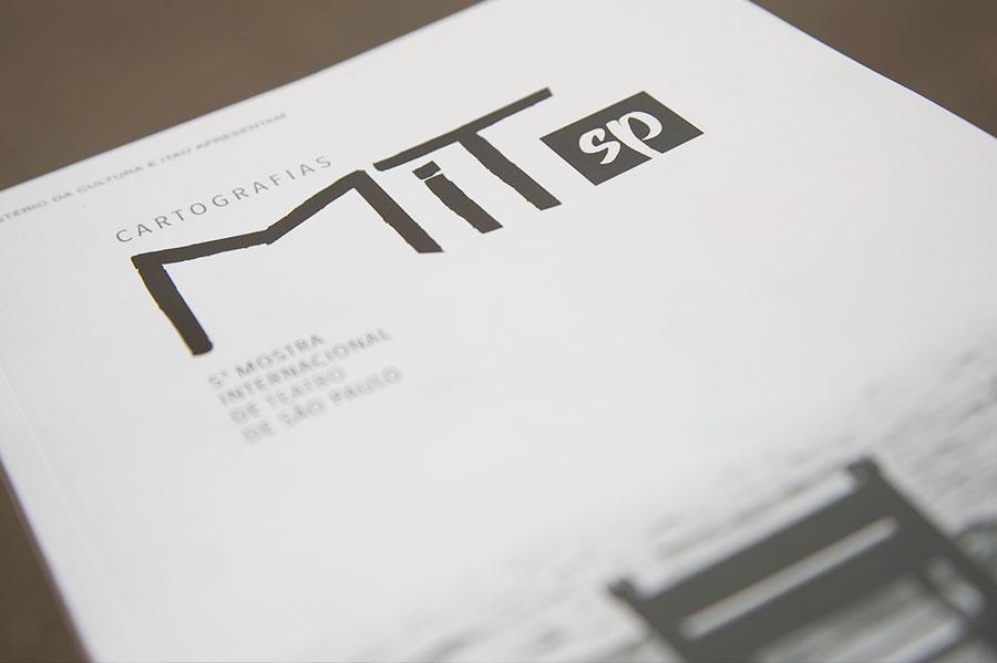 Revista Cartografias crédito Guto Muniz
